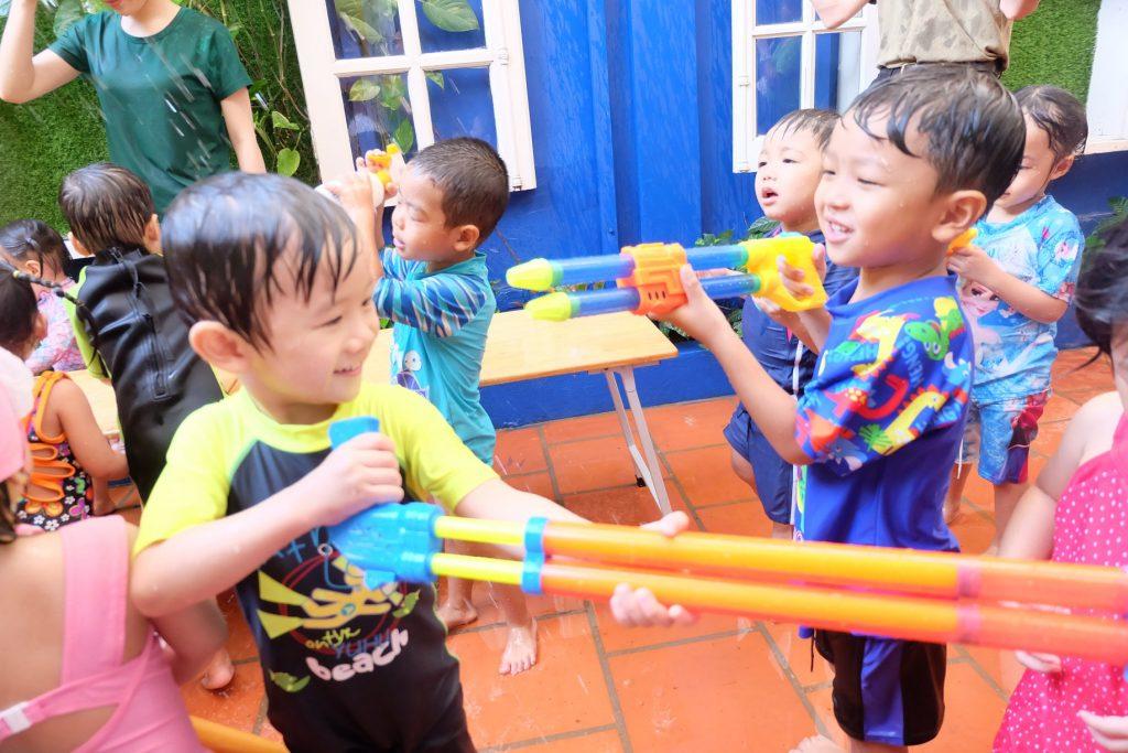 Lễ hội té nước tại trường